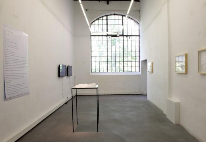 Distinktion, Blick in Raum 2 der Ausstellung