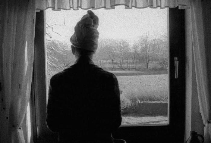 Leonie Kellein, Die Frau im Fenster, Video, 16mm, schwarz-weiß, 03:34 Minuten, 2015
